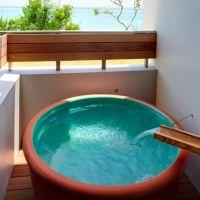 大自然で朝ヨガもできる。沖縄県の「琉球温泉 瀬長島ホテル」とは