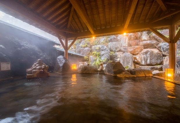 2つの源泉を贅沢に楽しめる温泉施設