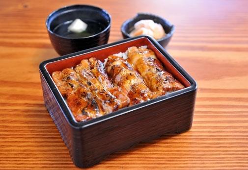 1日目「豚蒲焼専門店 かばくろ北長瀬店」で昼食