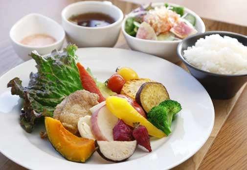 野菜ソムリエであるオーナー夫妻こだわりの料理を堪能「cafe Zecca」/愛媛県