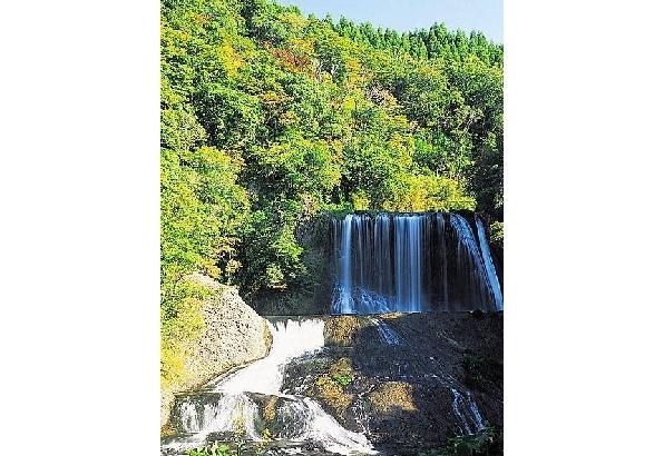 天然のウォータースライダー 龍門の滝