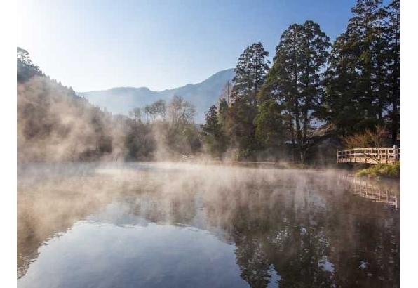 「おんせん県」の象徴 金鱗湖