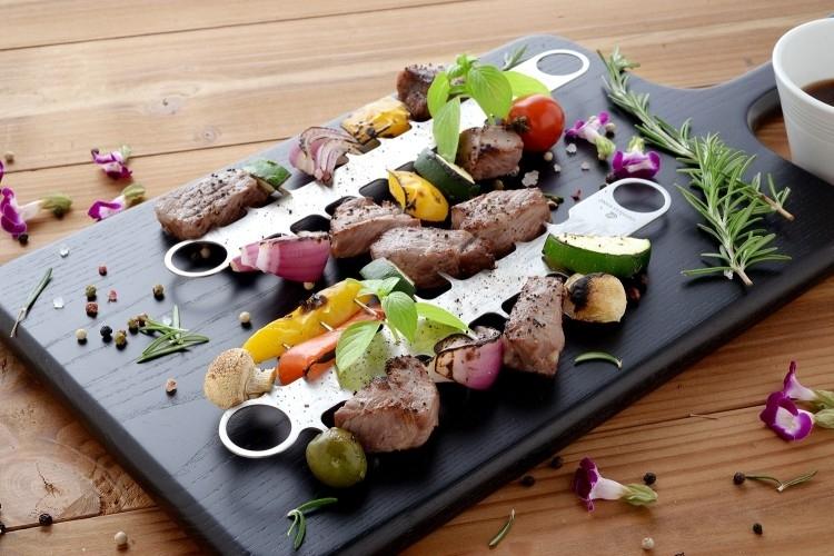 アイテムその① 串焼きを好きな場所から食べられる「櫛みたいな焼き串」