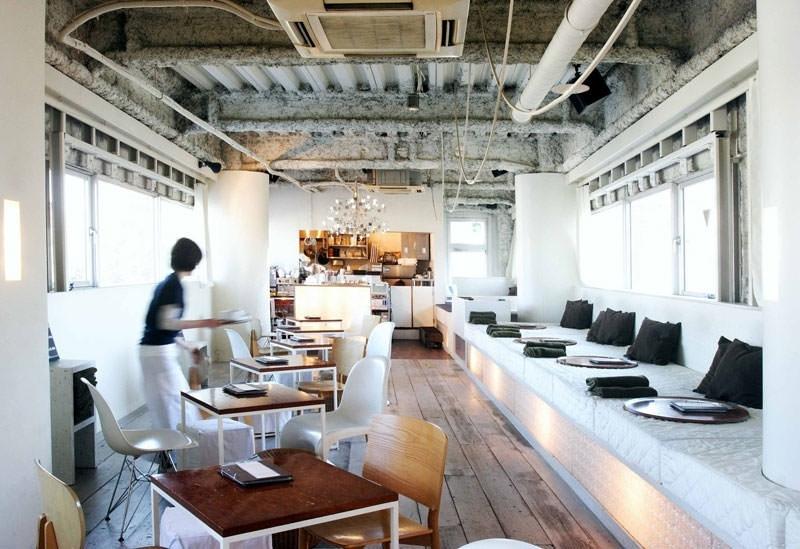 目黒川の桜並木を窓から見下ろせるカフェ「chano-ma 中目黒」