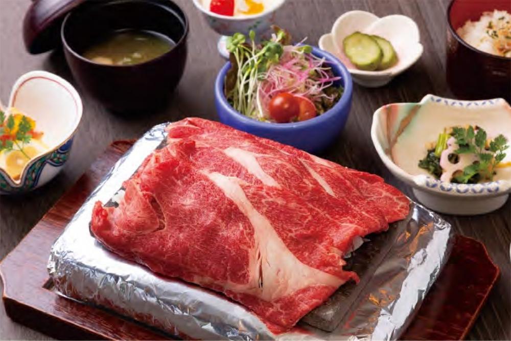 ステーキ、網焼き、すき焼き! 料理の主役は伊賀を代表する和牛