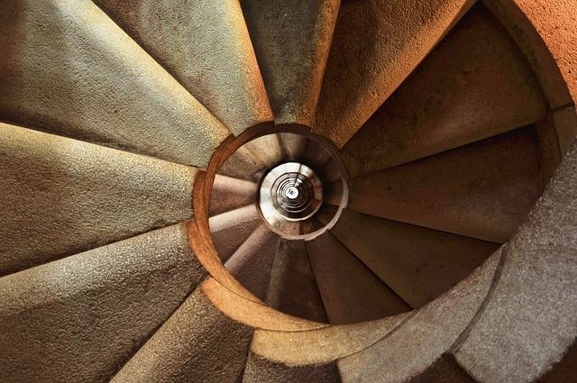 美しすぎる!世界の「螺旋階段」②サグラダ・ファミリア教会(スペイン)