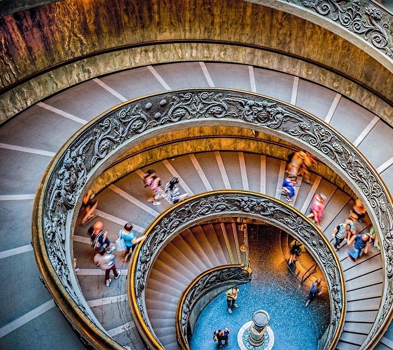 美しすぎる!世界の「螺旋階段」④バチカン美術館(バチカン市国)