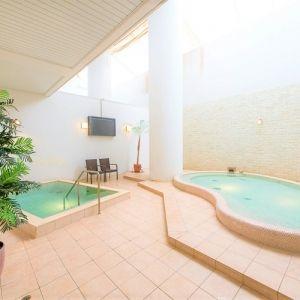 冬でも快適!温泉もプールも完備した泊まれるリゾート施設の正体とは