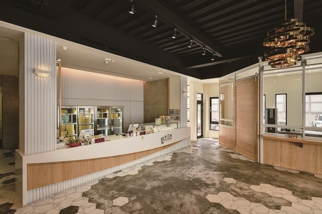 旗艦店はイートインが可能、高鐵の台南駅構内にも支店あり。