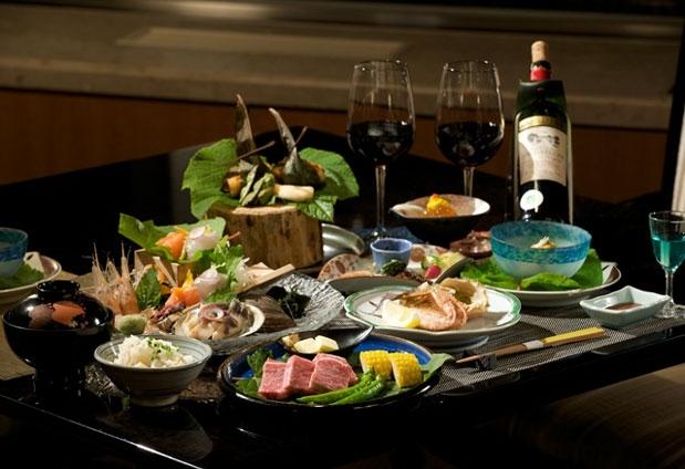 「心のリゾート 海の別邸 ふる川」の魅力②地元の新鮮な魚介類と野菜を堪能できる料理