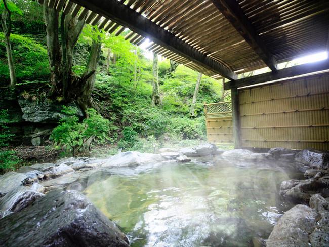 季節によって景色が変わる露天風呂に癒される