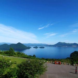 「サイロ展望台」から望む洞爺湖の大パノラマ。北海道屈指の雄大な景観に感動