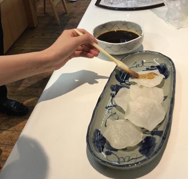 「松本醤油商店」を見学、そして醤油搾り体験!
