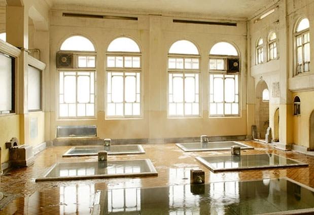 日本最古の湯宿「積善館」