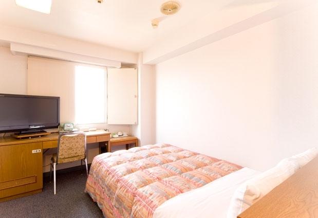 シングルルームのほか、珍しいトリプルルームも完備
