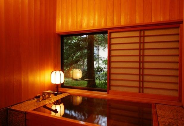 内湯付きの優美な客室