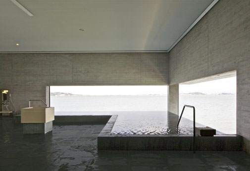 「加賀片山津温泉 総湯」で幻想的な湯浴み体験