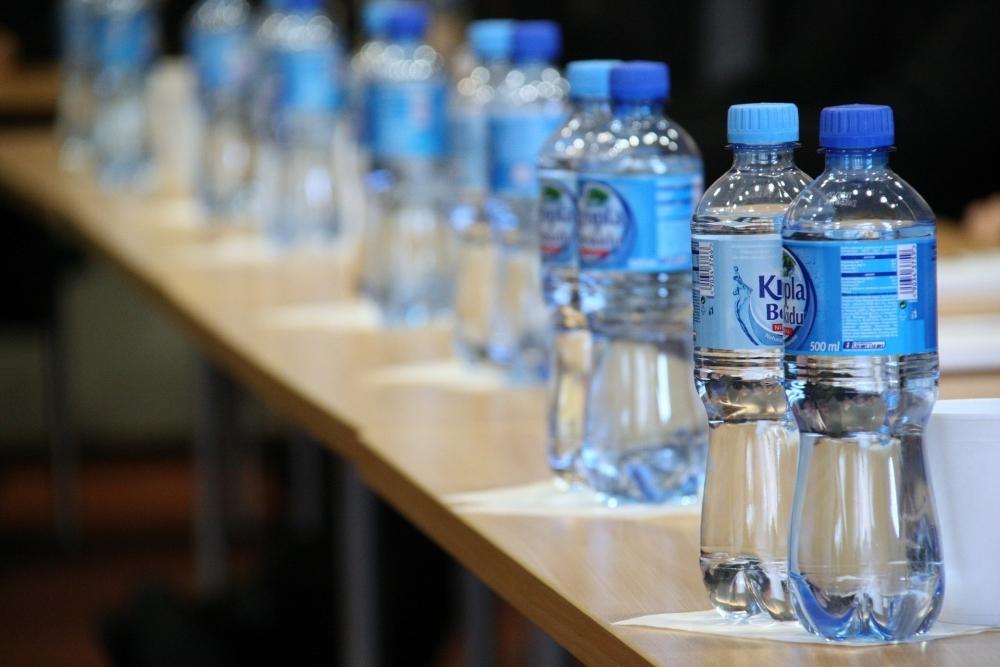 飛行機内で活躍するおすすめアイテム④ペットボトル飲料