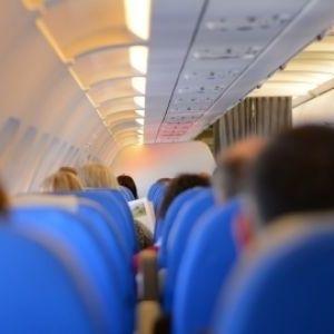 長時間フライトでも快適に!飛行機内で活躍するおすすめアイテム4つその0
