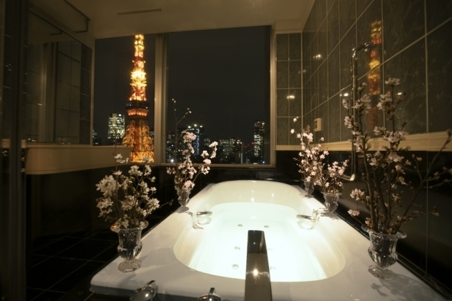 """東京タワーを眺めながら""""贅沢お花見"""""""