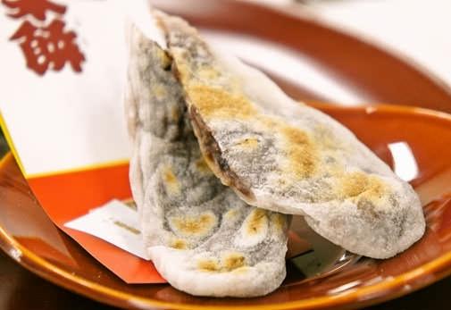 お餅をひとつひとつ丁寧に手作りする老舗「太白永餅」