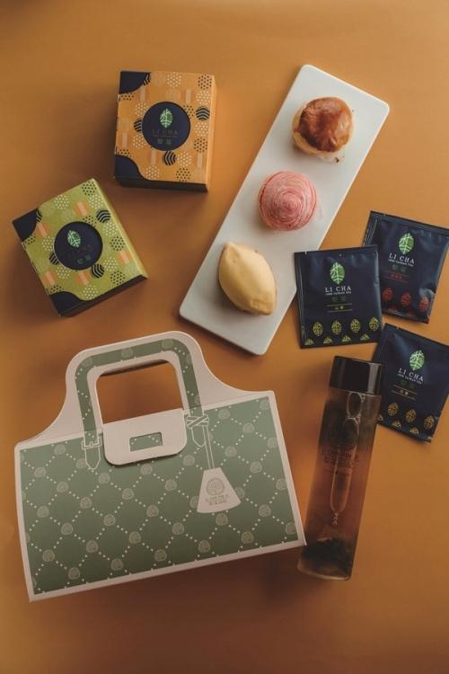 携帯式アフタヌーンティーセットは、レモンケーキと好みのPON餅を組み合わせて。