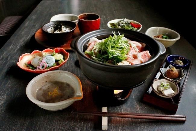 自然薯料理店「黒十 神戸本店」にもひとり鍋コースが新登場