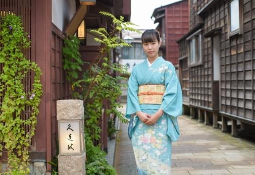 金沢のおすすめ観光ルート③「久連波」で加賀友禅の着付け体験