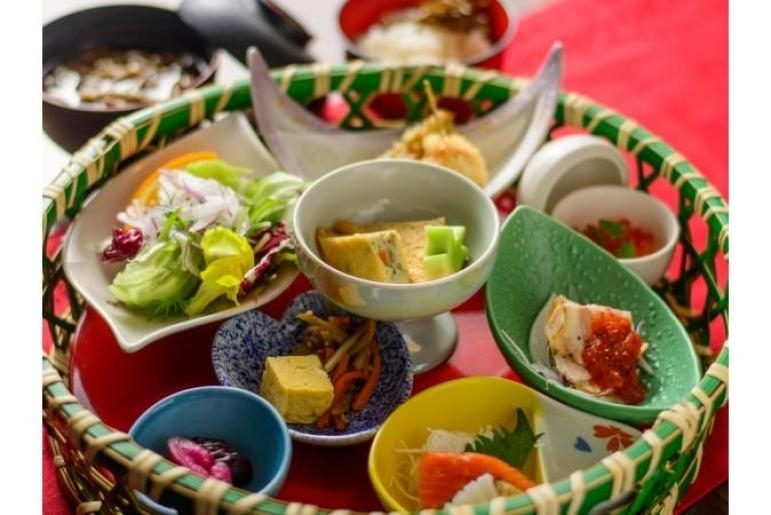 「札幌モダンレストラン えりも亭」で昼食
