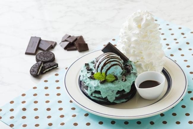「Eggs 'n Things 原宿店」限定のチョコミントパンケーキ