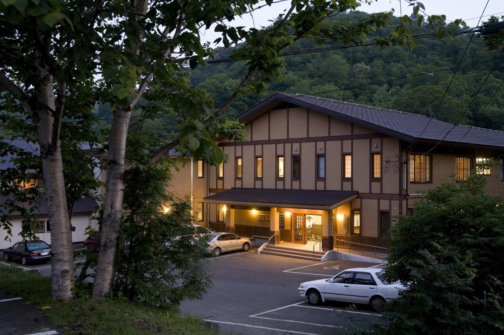 八幡平の美しい濁り湯は「松川温泉 峡雲荘」で(岩手)