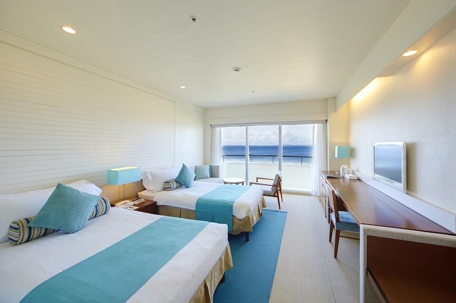 極上ポイント①海の青と砂浜の白を基調にした客室