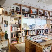 吉祥寺の写真集専門店「book obscura」店主・黒﨑さんに聞く。旅気分になれる写真集4選