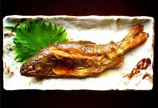 """""""川魚の女神""""、アマゴがいただける「そばの平甚」"""