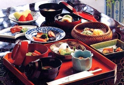 岐阜で最も歴史ある料亭でアユをはじめとした本膳料理を