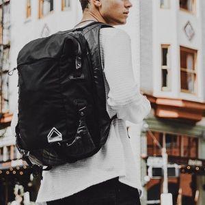 旅先で活躍する機能とファッション性が融合。ハイスペックなリュックサックが販売開始