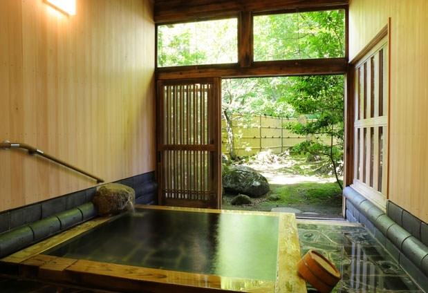 新潟県にある客室20室以下のおすすめの宿① 静かな森と明治・大正離れの宿 環翠楼