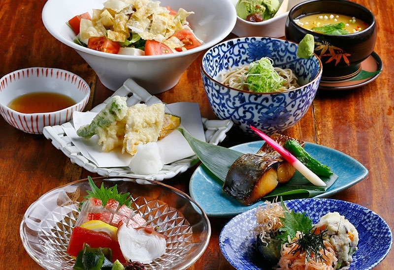 錦市場で仕入れた新鮮食材を生かした料理が人気 「まんざら亭 NISHIKI」