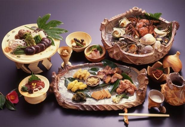 縄文風の土器でいただく古代食と島根グルメを堪能できる会席料理