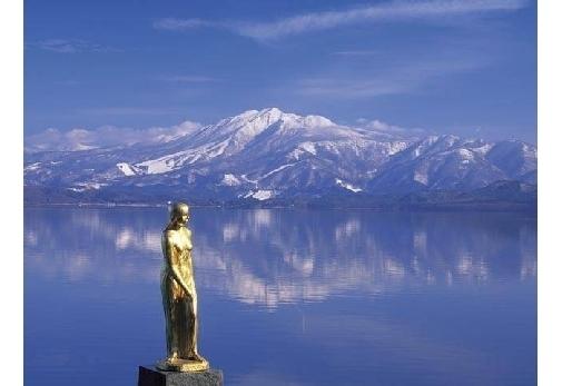 おすすめのスポット 田沢湖に輝くたつこ像