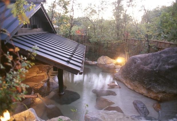 敷地内の温泉を満喫