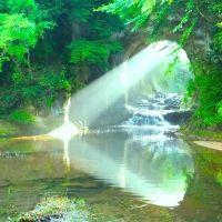 インスタで話題沸騰!ジブリみたいな千葉県の大自然「濃溝の滝」とは