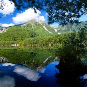 山岳リゾートで清らかな空気と過ごす時間。温泉にも浸かれるホテルに泊まろう