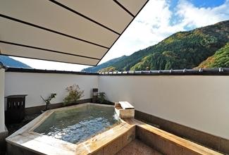 【おこもりステイスケジュール③】貸切露天風呂で湯浴みを楽しむ