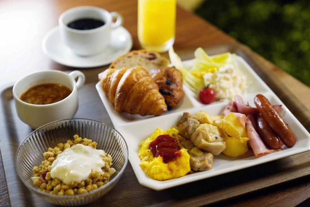 和食も洋食も大満足の朝食バイキング