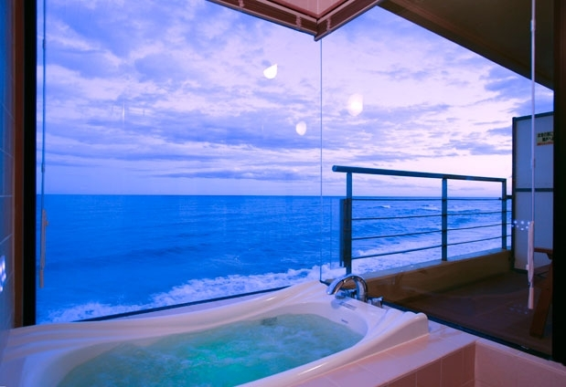 おすすめのお部屋は、テラスが付いた展望風呂付10畳和室