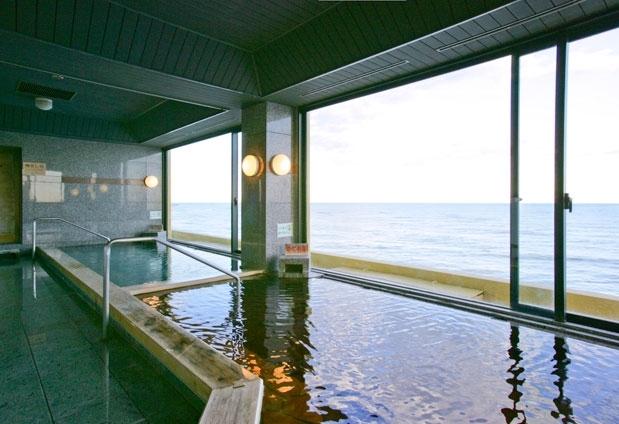 宿オリジナルの2つのお湯が楽しめる大浴場