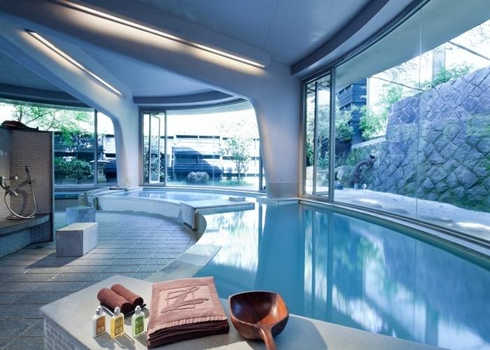清々しい空間が広がる大浴場で、心身のコリをほぐして。