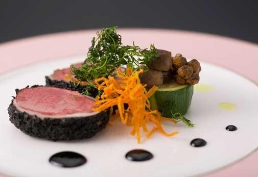 大正時代の雰囲気の邸宅で絶品フレンチが味わえる「レストラン デュボネ」でランチ