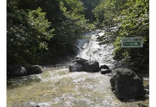 北海道・知床のおすすめ観光スポット④カムイワッカ湯の滝